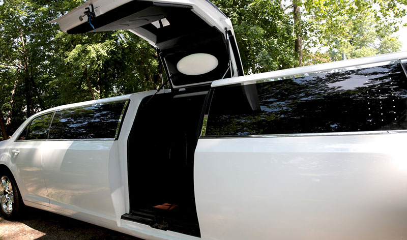 Chrysler 300 Stretch Lambo Door Limo